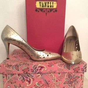 VANELI GOLD LEATHER PUMPS SIZE 9.5